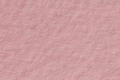 Le rose doux de papier avec la valentine légère d'amour de papier peint donnent une consistance rugueuse de retour Image libre de droits