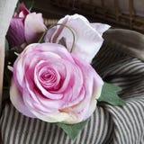 Le rose faux fabriqué à la main a monté Images stock