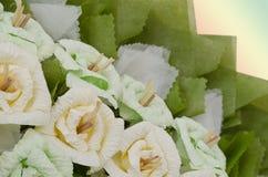 Le rose fioriscono la corona per uso nel funerale tailandese immagine stock