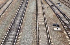 Le rotaie di verticale sulla ferrovia Fotografie Stock Libere da Diritti