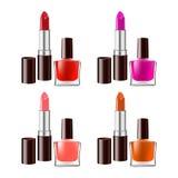 Le rouge à lèvres et le vernis à ongles ont placé sur le fond blanc Gradi Image stock