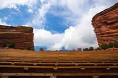 Le rouge célèbre bascule l'amphithéâtre à Denver Photographie stock libre de droits