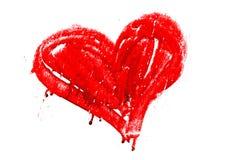 Le rouge a coloré le coeur manuellement peint avec des égouttements et des imperfections sèches de peinture Image stock