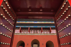 Le rouge déclenche la ville interdite par trappes Pékin Photo stock