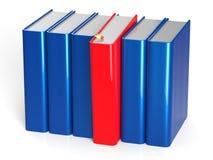 Le rouge de la rangée une de livres a sélectionné la réponse bien choisie de prise de direction Images libres de droits