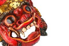 Le rouge en bois traditionnel asiatique a peint le masque de démon sur le blanc Photo stock