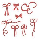 Le rouge lumineux de vecteur simple cintre, les rubans, lien de corde sur des cadeaux d'isolement sur le fond blanc Photo stock