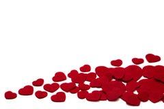 Le rouge a senti des coeurs d'isolement sur un fond blanc - valentines, amour Photo libre de droits