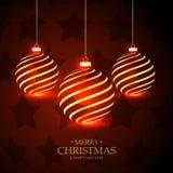 Le rouge tient le premier rôle le fond avec accrocher les boules d'or de Noël Photographie stock