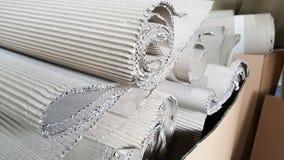 Le rouleau de papier de métier de vague s'est plié en carton ondulé aléatoire et brun, cannelure de papier, la publicité commerci Image libre de droits