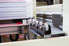 Le roulement à billes pour le matériel de convoyeur dans la machine Photographie stock libre de droits
