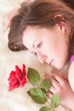 Le roux s'étendant avec s'est levé Image stock