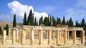 Le rovine antiche di Hierapolis Immagine Stock