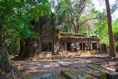 Le rovine antiche di un tempio khmer storico nel compl del tempio Fotografia Stock Libera da Diritti