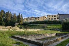 Le rovine dei bagni romani nella città di Fiesole tuscany L'Italia immagini stock libere da diritti