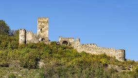 Le rovine del castello di Hinterhaus sopra lo Spitz, sul Danubio, valle di Wachau, abbassano Asutria fotografia stock libera da diritti