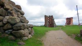 Le rovine del castello nella città di Novogrudok video d archivio