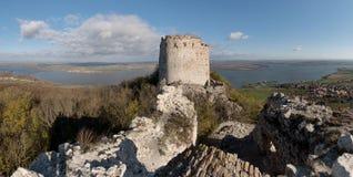 Le rovine del Devieky fortificano in colline di Palava Immagini Stock