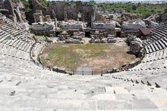 Le rovine dell'anfiteatro romano antico nel lato Fotografia Stock