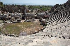Le rovine dell'anfiteatro romano antico nel lato Immagine Stock