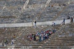 Le rovine della città antica antica di Ephesus i locali della biblioteca di Celso, delle tempie dell'anfiteatro e delle colonne C Fotografie Stock Libere da Diritti