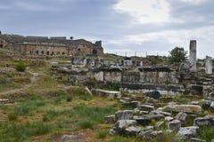 le rovine della città romana antica Hierapolis fotografia stock libera da diritti