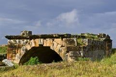 le rovine della tomba nella necropoli della città antica Hierapolis fotografie stock libere da diritti