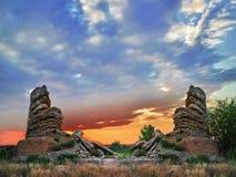 Le rovine della torre al tramonto Fotografie Stock Libere da Diritti