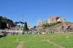 Le rovine della tribuna romana immagini stock libere da diritti