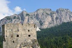 Le rovine di Andraz fortificano sulle dolomia, un ` Ampezzo della cortina d immagine stock libera da diritti