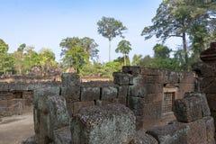 Le rovine di pietra del tempio di Banteaysray cambodia immagine stock libera da diritti