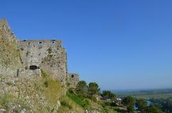Le rovine di Rozafa fortificano un giorno soleggiato Shkoder, Albania immagine stock libera da diritti