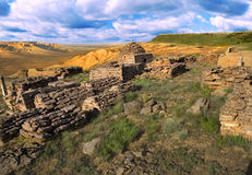 Le rovine di un cimitero musulmano antico Fotografia Stock
