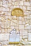 Le rovine di vecchie pietre tombali, cimitero di Remah, Cracovia, Polonia fotografie stock libere da diritti