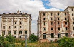 Le rovine di vecchio bragadiru della fabbrica di birra da Bucarest fotografia stock