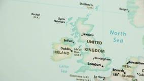 Le Royaume-Uni sur une carte avec Defocus clips vidéos