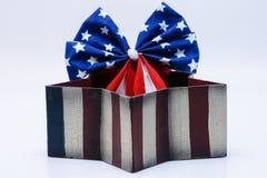 Le ruban de drapeau des Etats-Unis en étoiles rayées a formé la boîte Photo libre de droits