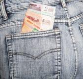 Le rubli russe hanno messo in mezzo bastone da una tasca posteriore di tralicco Fotografie Stock