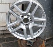 Le ruote del titanio per l'auto fotografia stock