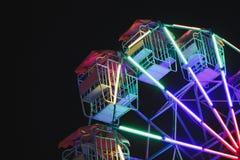 Le ruote variopinte d'annata di Farris delle luci guidano alla notte Fotografie Stock Libere da Diritti