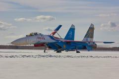 Le Russe acrobatique aérien de ` d'équipe de Moscou, RUSSIE adoube les avions SU-30 de ` Photo libre de droits