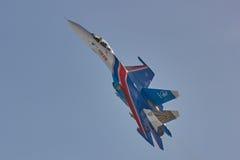 Le Russe acrobatique aérien de ` d'équipe de ST PETERSBURG, RUSSIE adoube les avions SU-30 de ` Photo stock