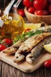 Le Russe traditionnel a fait cuire l'éperlan de poissons Photos stock