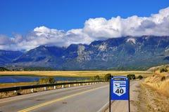 Le Ruta 40 de route est parallèle étendu aux Andes Photo libre de droits