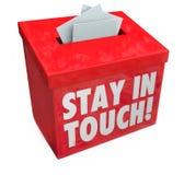 Le séjour dans la boîte de contact marque avec des lettres la communication de notes de messages Photos libres de droits