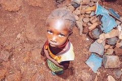 LE SÉNÉGAL - 17 SEPTEMBRE : Petite fille de l'appartenance ethnique de Bedic, Th Image libre de droits