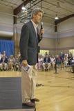 Le sénateur John Kerry s'adressant à l'assistance des aînés au centre de la vue REC de vallée, Henderson, nanovolt Images stock