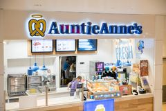 Le ` s d'Auntie Anne est bretzel et limonade originaux image libre de droits