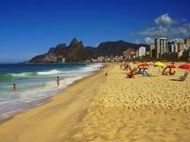 Le sabbie dorate della spiaggia di Ipanema immagine stock libera da diritti
