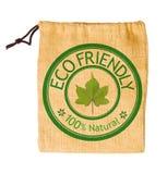 Le sac vide de sac réutilisent avec le congé vert d'isolement sur le backgr blanc Photographie stock